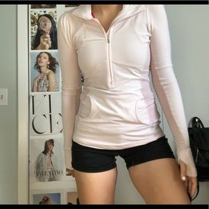 LULULEMON ATHLETICA CUTE TOP SIZE 2